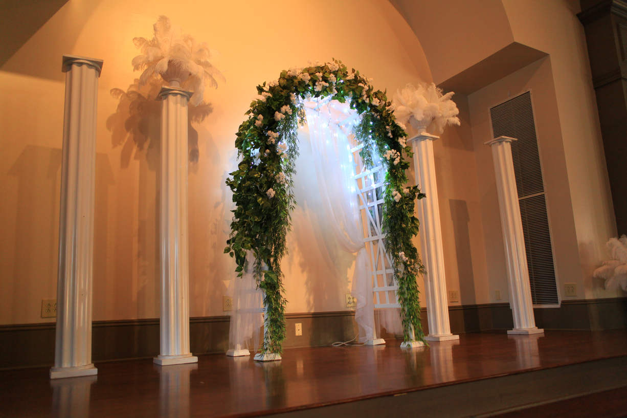 Wedding Ceremony Arch Columns Uaw Hall In Spring Hill